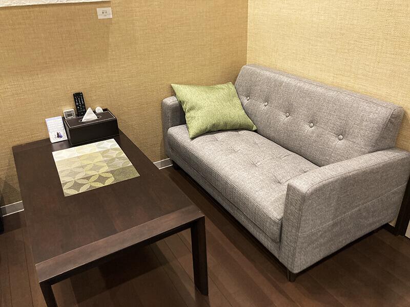 和洋室のソファー